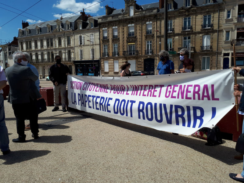 Rassemblement devant la Préfecture du Mans le 25 mai